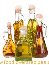 Tuisgemaakte knoffel gegeurde olie